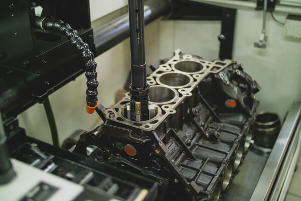 Maszyna naprawiająca silników